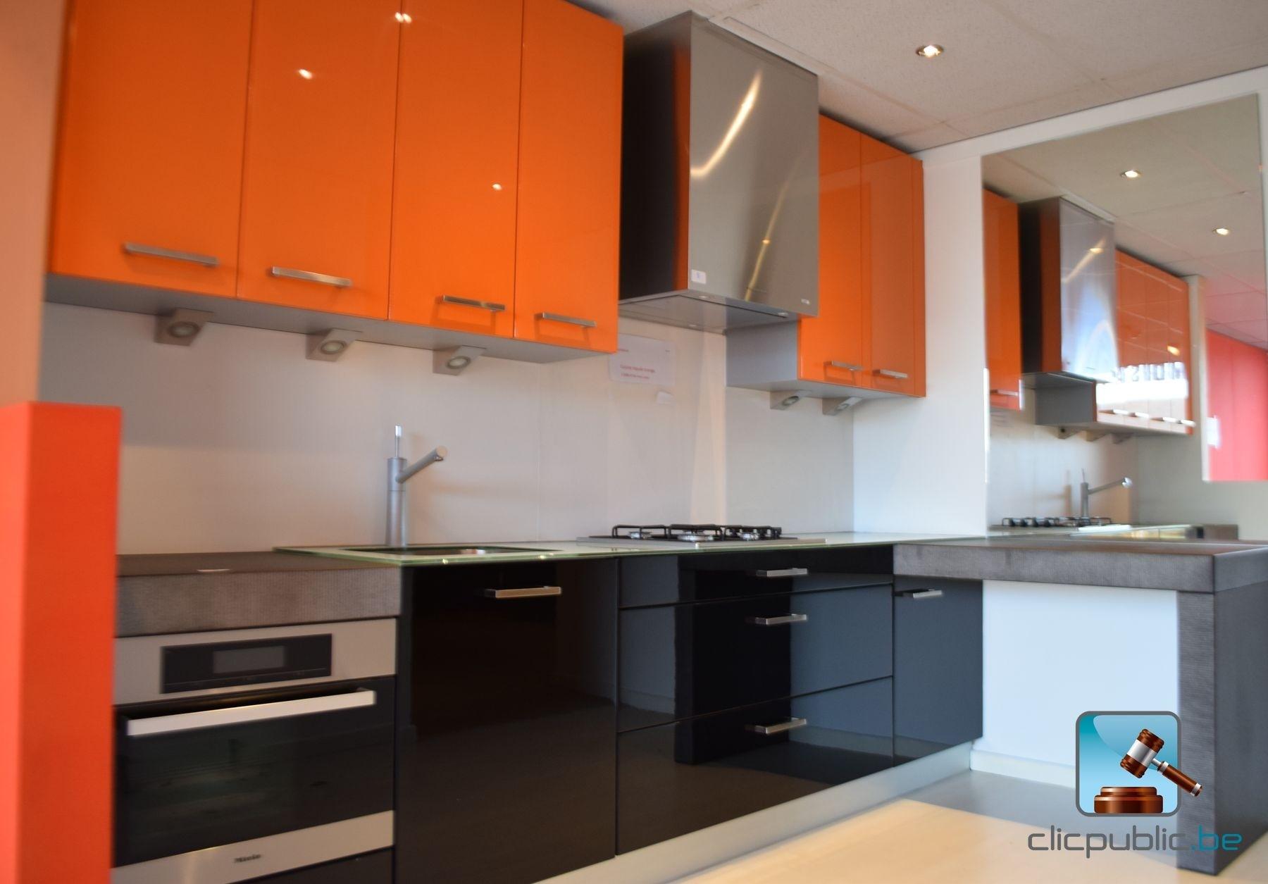 furnished kitchen orange et noir plan de travail topglass. Black Bedroom Furniture Sets. Home Design Ideas