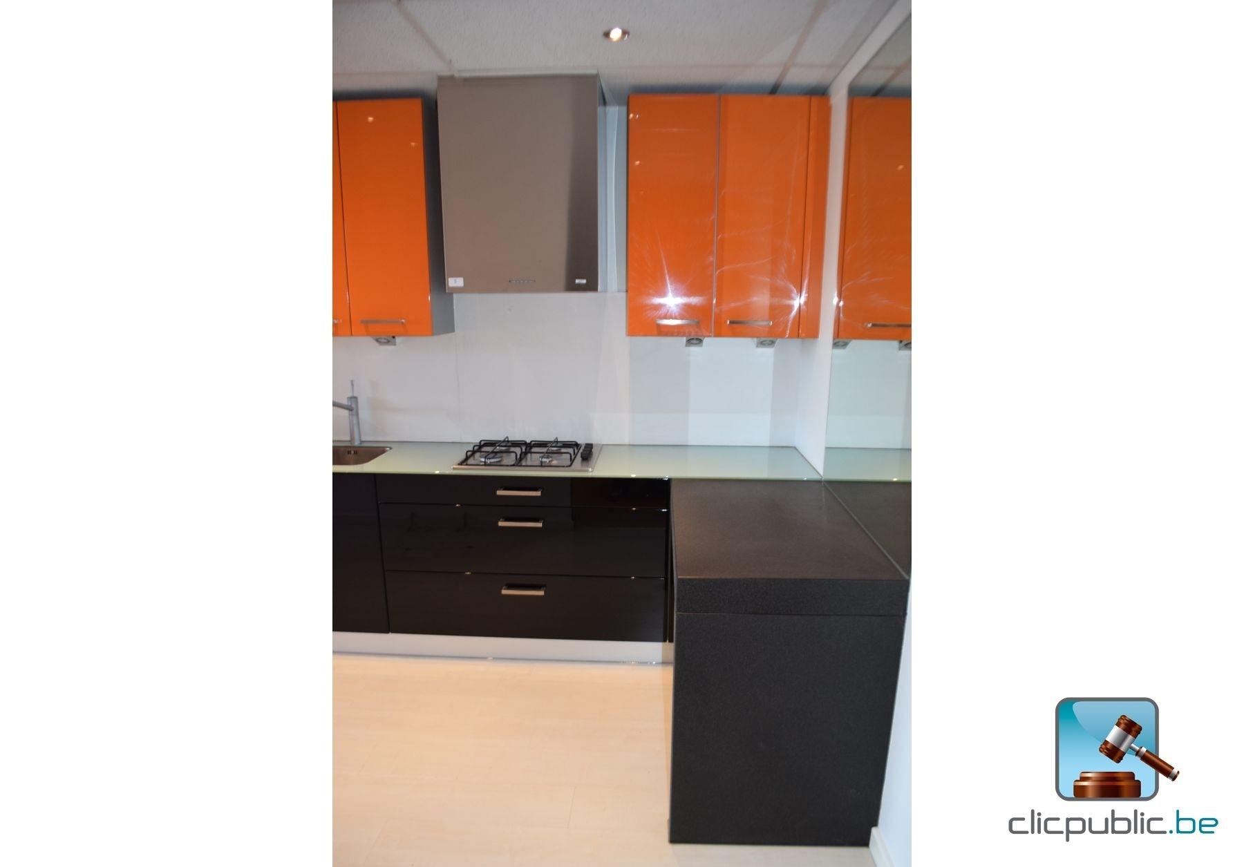 cuisine orange et noir. Black Bedroom Furniture Sets. Home Design Ideas