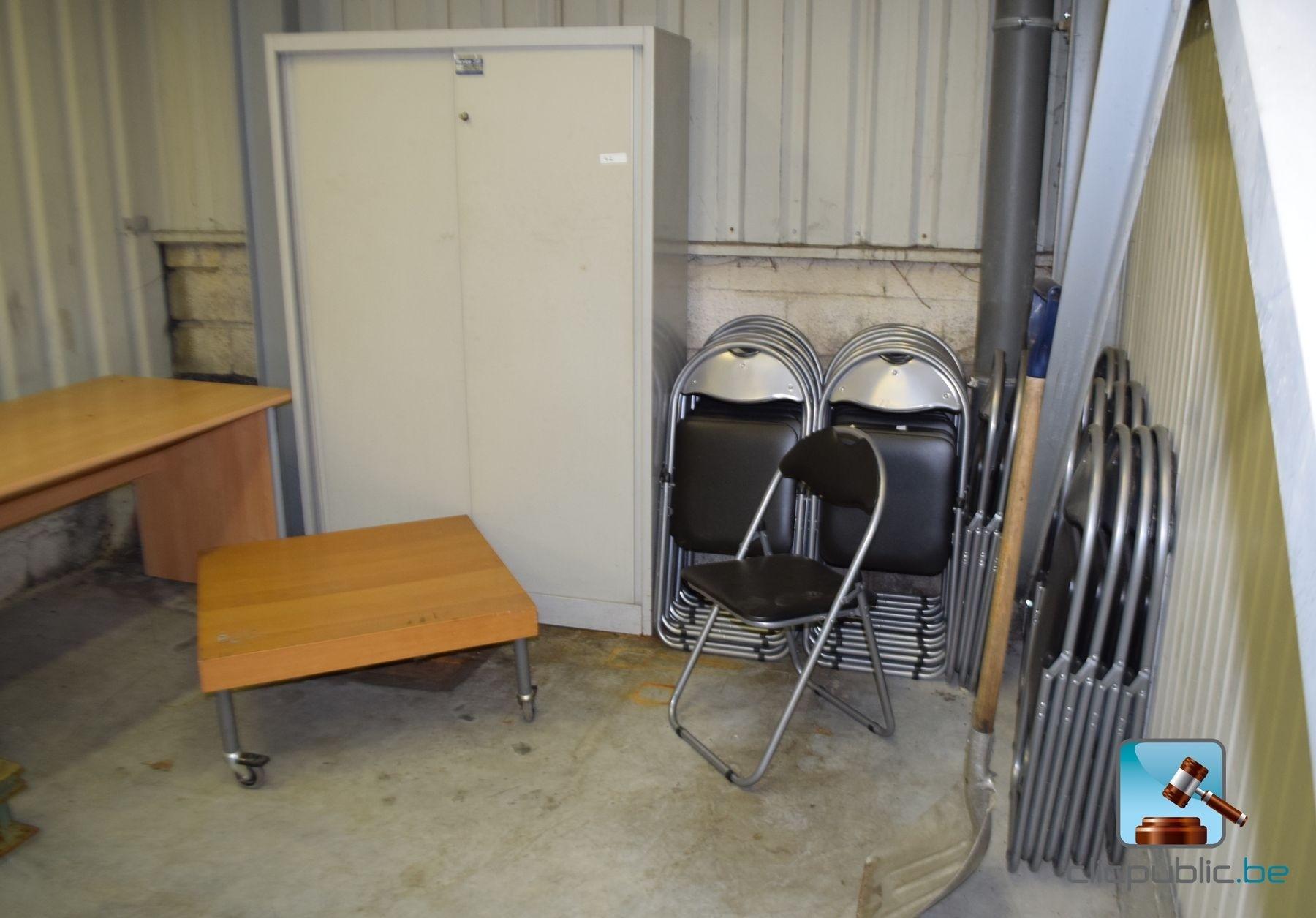 furnitures armoire m tallique bureau et 35 chaises ref. Black Bedroom Furniture Sets. Home Design Ideas